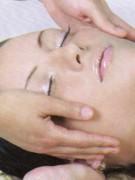 Masaje facial para una piel firme y suave