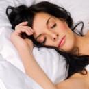 ¿Qué pasa si me duermo con el cabello húmedo?