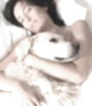¿Qué me puede pasar si duermo con mi perro?