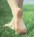 ¿Es malo andar sin zapatos?
