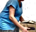 ¿Se puede cargar cosas pesadas estando embarazada?
