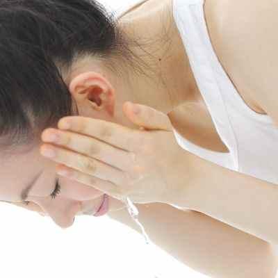 Es bueno lavarse la cara estando desvelado