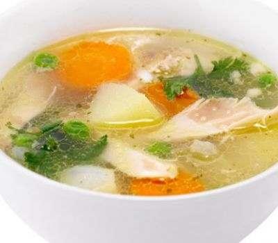 El caldo de pollo saludable contra la gastritis