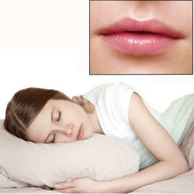 ¿Hace mal dormir con los labios pintados?