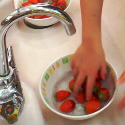 ¿Qué pasa si como fresas sin desinfectar?