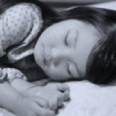 ¿Es malo que los niños se desvelen? Consecuencias de dormir tarde en los niños