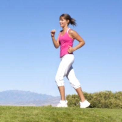 ¿Cómo incide positivamente el ejercicio físico regular sobre el organismo?