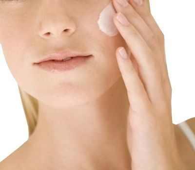 ¿Qué echarse después de exfoliar la cara?